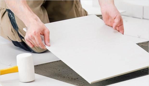Укладка мраморного пола из плитки