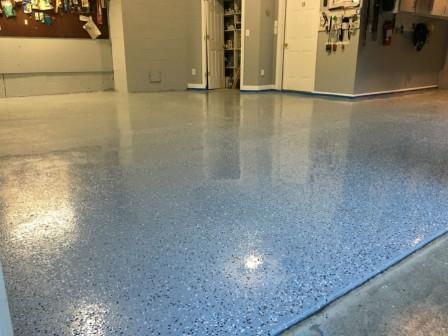 полимерное покрытие на бетонном поле